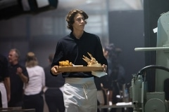 waiter-with-tank